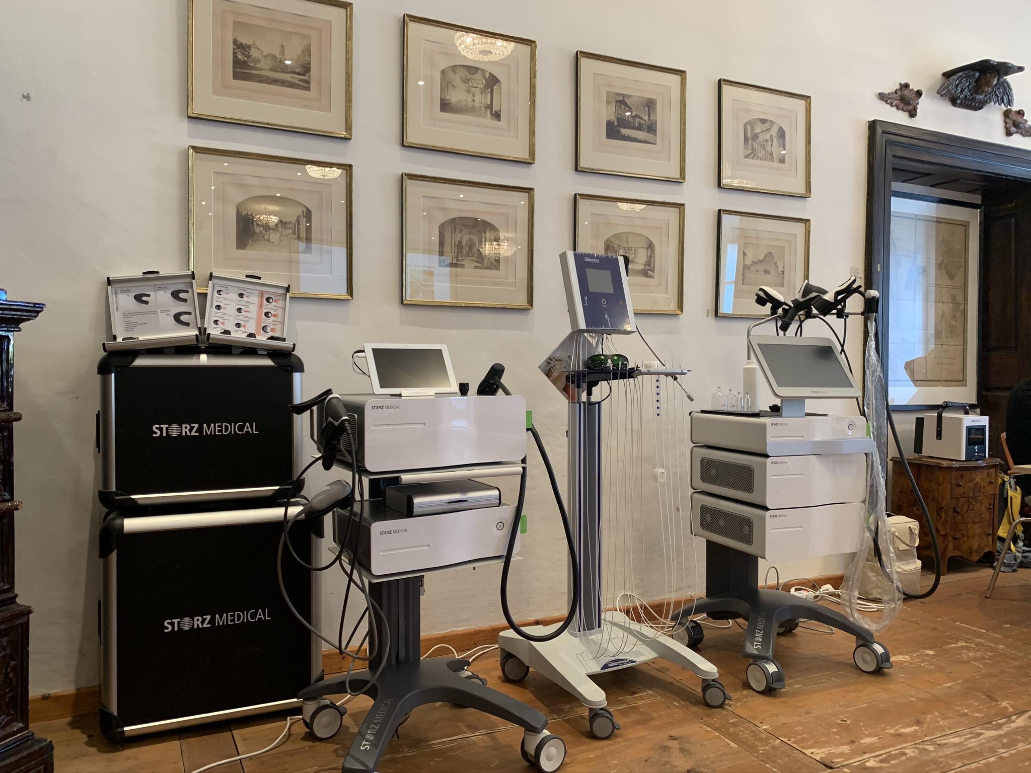 Stoßwellengerät und Lasertherapiegerät von PEROmed